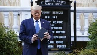Berpose di Depan Gereja Sambil Pegang Alkitab, Trump Dikecam
