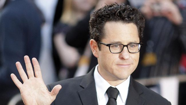 US director JJ Abrams arrives for the UK premiere of the new 'Star Trek' in London's Leicester Square in central London, on April 20, 2009. AFP PHOTO/Shaun Curry (Photo by SHAUN CURRY / AFP)