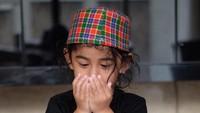 <p>Bambang sudah mulai diajari untuk rajin beribadah sejak kecil nih, Bunda. Lucu banget ya melihat bocah 3,5 tahun ini berdoa. (Foto: Instagram @meisya_siregar)</p>