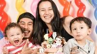 <p>Menikah muda, pasangan selebriti Dahlia Poland dan Fandy Christian sudah punya 2 anak, Bunda. (Foto: Instagram @dahliachr)</p>