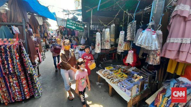 Pasar Tanah Abang di akhir PSBB tahap III DKI Jakarta, Kamis (4/6).
