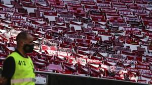 FOTO: Benfica Geser Porto di Tengah Stadion Kosong