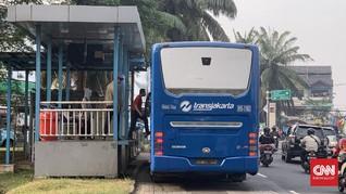 Perkantoran Dibuka, Bus Transjakarta Kembali Ramai Penumpang