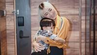 <p>Meski sibuk berkarier di dunia hiburan, Rinni masih tetap dekat dengan putranya ini lho. (Foto: Instagram @rinni_w)</p>