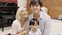 <p>Rinni dan Jevin beberapa kali terlihat menghabiskan waktu bersama anak mereka nih. (Foto: Instagram @rinni_w)</p>