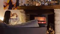 <p>Bagian interior rumah Anggun juga tak kalah menarik. Rumahnya terasa hangat dengan nuansa kayu yang alami. (Foto: Instagram @anggun_cipta)</p>