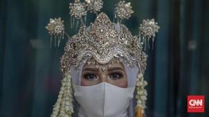 FOTO: Menikah Sederhana di KUA Kala Pandemi Corona