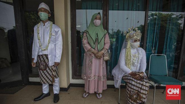 Satu keluarga positif covid-19 meninggal dunia usai menggelar resepsi pernikahan di Sragen. Penelusuran dilakukan pada 113 undangan.