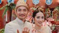 <p>Pesinetron Niken Anjani resmi dipersunting Adimaz Pramono hari ini, Sabtu (6/6/2020). Pernikahan ini menjadi yang kedua bagi Niken, usai bercerai 2017 lalu. (Foto: Armand/ Artea Event Organizer)</p>