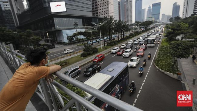 Pekan pertama pemberlakuan pembatasan kegiatan masyarakat (PPKM) membuat kepadatan lalu lintas agak turun di Jakarta.