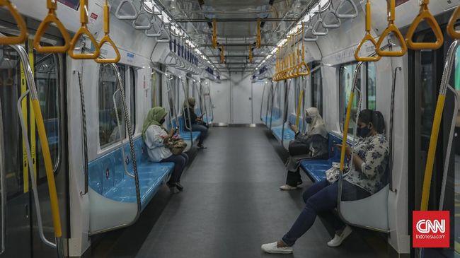 Anggota Fraksi PDIP di DPRD DKI Jakarta, Gilbert Simanjuntak merasa aneh saat Gubernur Anies justru mengizinkan kebijakan sepeda nonlipat masuk gerbong MRT.