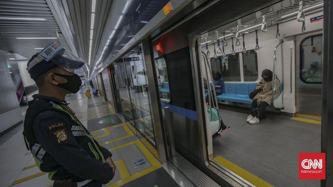 Jam operasional angkutan umum di Jakarta akan kembali normal mulai pekan depan, tapi tetap mempertahankan pembatasan kapasitas.