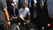 VIDEO: Aksi Berlutut Justin Trudeau di Tengah Unjuk Rasa