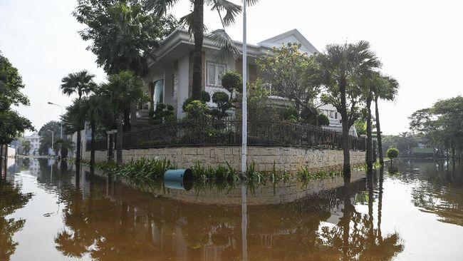 Penurunan muka tanah karena penyedotan air tanah akibat urbanisasi masif menjadi salah satu penyebab utama Jakarta tenggelam.