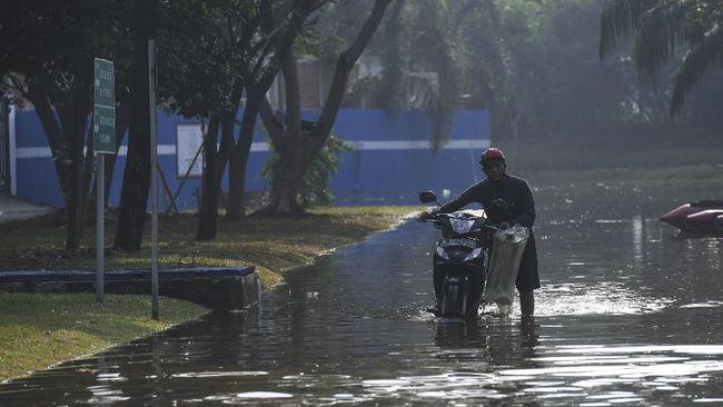 DRPD DKI Jakarta menilai program pengendalian banjir harus tetap terlaksana, sebab banjir merupakan salah satu permasalahan di Ibu Kota.