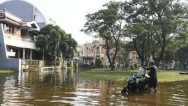 FOTO: Banjir Rob Rendam Perumahan Elite di Jakarta Utara