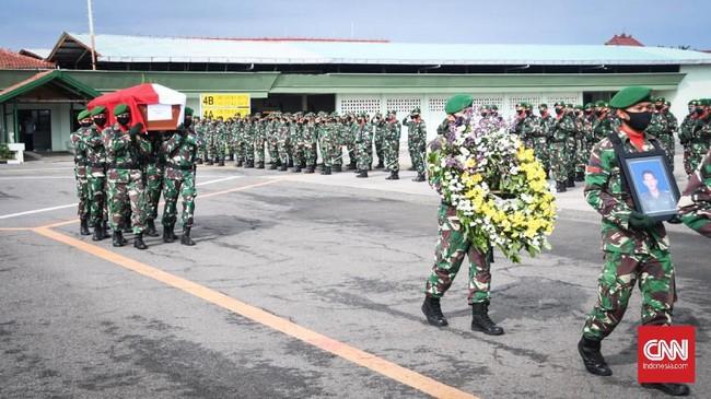 Empat jenasah prajurit TNI korban jatuhnya heli MI-17 disemayamkan di Lanumad Ahmad Yani Semarang untuk dilepas secara militer, pada Minggu (7/6).