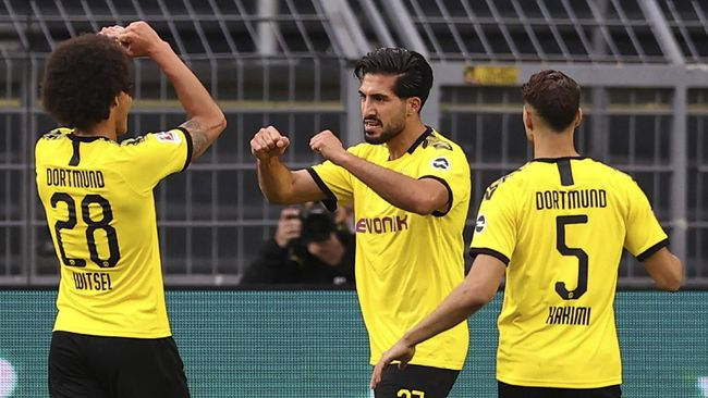 Emre Can, center, of Borussia Dortmund cheers on his opening goal during the German Bundesliga soccer match between Borussia Dortmund and Hertha BSC Berlin in Dortmund , Germany, Saturday, June 6, 2020. (Lars Baron, Pool via AP)