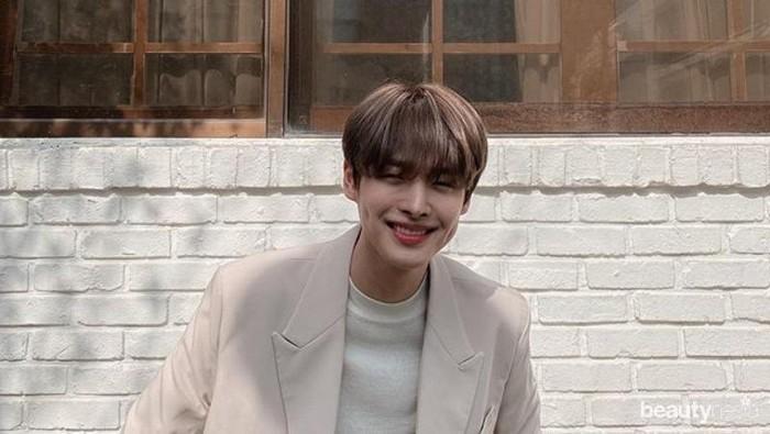 Manisnya 10 Idol K-Pop Pria yang Punya Lesung Pipi