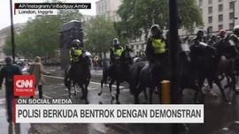 VIDEO: Polisi Berkuda Bentrok dengan Demonstran