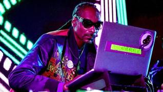 Usai Jadi 'Bandar' Ganja, Snoop Dogg Bisnis Alkohol