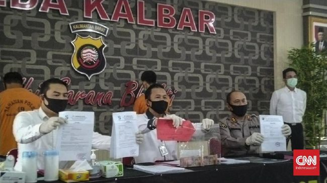 Polda Kalbar mengungkap kasus pemalsuan surat perjalanan untuk bisa bertransportasi dalam masa pandemi Covid