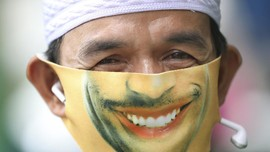 Menengok Tren Masker Senyum Sebagai Sarana Ekspresi Diri