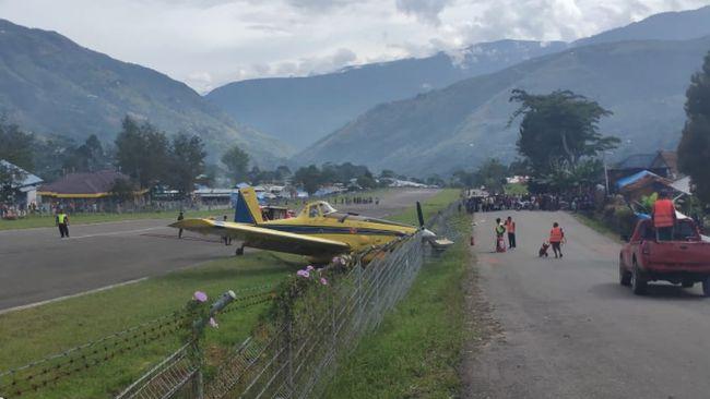 Peswat Pelita Air tergelincir di Bandara Karubaga, Kabupaten Tolikara, Papua, Selasa (9/6) sekitar pukul 09.15 WIT.