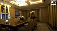 <p>Karena senang warna gold dan coklat, Prilly mendesain ruang makan dengan warna tersebut. Namun ia mengaku bingung sendiri kenapa membuat ruang makan sebesar ini, padahal keluarganya hanya terdiri dari 4 orang. (Foto: YouTube Boy William)</p>