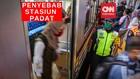 VIDEO: Jam Kerja Sama Penyebab Kepadatan di Stasiun Kereta
