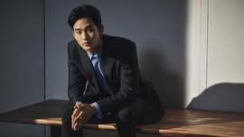 Kim Soo-hyun Bersaing dengan Song Joong-ki di Baeksang 2021