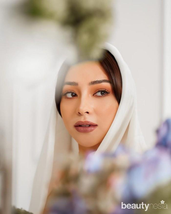 Meski demikian, bintang sinetronPutri yang Ditukaritu tak mau ambil pusing dengan komentar buruk warganet tentang gaya hijabnya. Nikita justru terlihat nyaman dan tetap konsisten dengan gaya hijab jiponnya, bahkan ia tampak semakin stylish. (Foto: Instagram.com/nikitawillyofficial94)