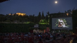 FOTO: Layar Tancap, Alternatif Bioskop kala Pandemi di Yunani