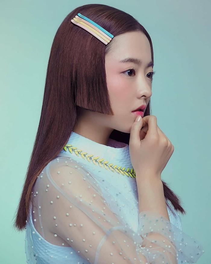 Park Bo Young terakhir bermain dalam drama Korea berjudulAbyssyang tayang di Netflix. Drama ini bergenrefantasy romantictentang kelereng ajaib yang memiliki kekuatan untuk bereinkarnasi jiwa orang mati sebagai orang berbeda. Bersama lawan mainnya, Ahn Hyo Seob, dirinya berperan sebagai seorang jaksa tangguh, ulet dan cantik yang menderita karena kecelakaan fatal.(Foto: Instagram.com/park_bo_young_18/)