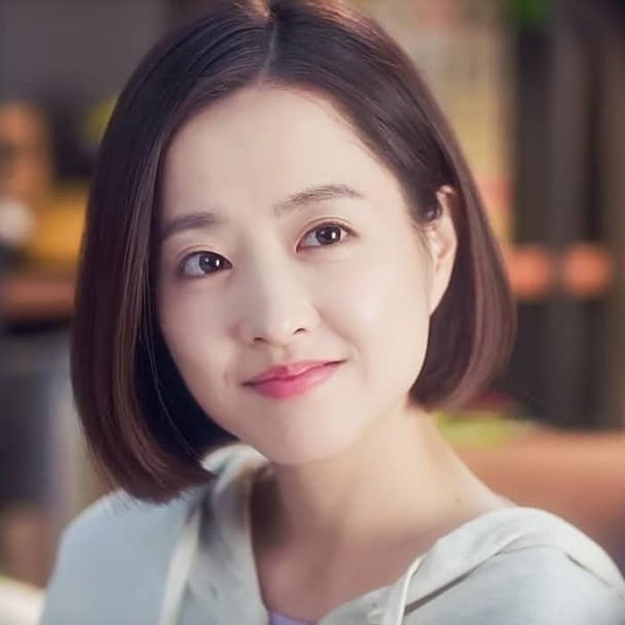 Dilansir dariKoreaboo,kolom komentar itu ditutup sementara untuk beberapa saat. Youtube mengira pemain drama KoreaStrong Woman Do Bong-Soonini masih anak-anak. Sedangkan umurnya sendiri tahun ini genap 30 tahun. Ya, Park Bo Young merupakan kelahiran 12 Februari 1990. (Foto: Instagram.com/parkboyoungzone/)