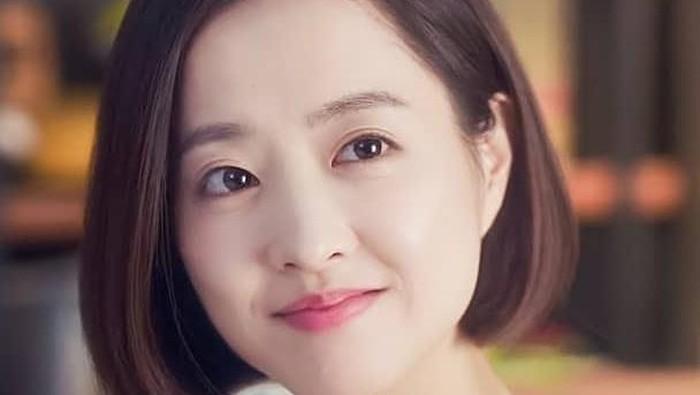 Dilansir dari Koreaboo,kolom komentar itu ditutup sementara untuk beberapa saat. Youtube mengira pemain drama Korea Strong Woman Do Bong-Soonini masih anak-anak. Sedangkan umurnya sendiri tahun ini genap 30 tahun. Ya, Park Bo Young merupakan kelahiran 12 Februari 1990. (Foto: Instagram.com/parkboyoungzone/)