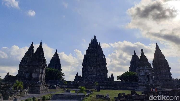 PT TWC Borobudur, Prambanan, dan Ratu Boko melakukan simulasi penerapan protokol kesehatan sebelum kembali dibuka. Simulasi itu akan dilakukan sebanyak 3 kali.