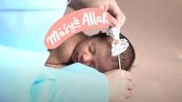 """<span style=""""color: #222222; font-family: Arial, Helvetica, sans-serif; font-size: small;"""">Nah, baru-baru ini, Tania melangsungkan newborn photoshoot untuk baby Nooran. (Foto: YouTube Tania Nadira)</span>"""