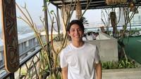 <p>Jangan salah, meski masih berusia 21 tahun, Teuku Rassya sudah punya usaha restoran sendiri lho. Restorannya menyajikan masakan khas Indonesia, khususnya makanan Indonesia Timur. (Foto: Instagram @teukurassya)</p>