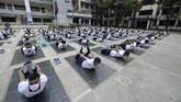 Members of the Bangladesh police attend a yoga session†to boost the immune system of police personnel during the COVID-19 coronavirus pandemic, in Dhaka on June 8, 2020. (Photo by Munir UZ ZAMAN / AFP) / ìThe erroneous mention[s] appearing in the metadata of this photo by Munir UZ ZAMAN has been modified in AFP systems in the following manner: [Month: June] instead of [July]. Please immediately remove the erroneous mention[s] from all your online services and delete it (them) from your servers. If you have been authorized by AFP to distribute it (them) to third parties, please ensure that the same actions are carried out by them. Failure to promptly comply with these instructions will entail liability on your part for any continued or post notification usage. Therefore we thank you very much for all your attention and prompt action. We are sorry for the inconvenience this notification may cause and remain at your disposal for any further information you may require.î