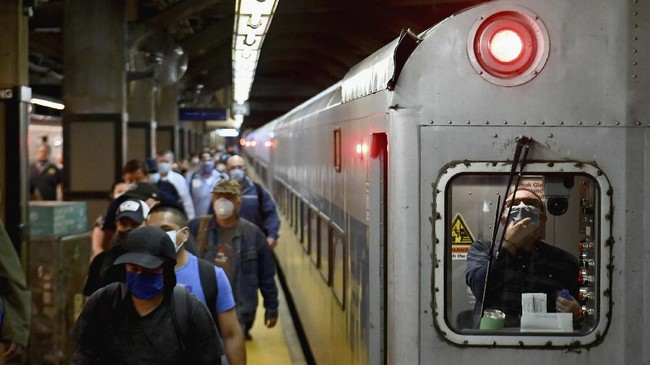 Commuters arrive at Grand Central Station with Metro-North during morning rush hour on June 8, 2020 in New York City. - Today New York City enters