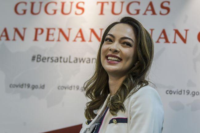 Anggota Tim Komunikasi Publik Gugus Tugas Percepatan Penanganan COVID-19 Reisa Broto Asmoro di Gedung Graha BNPB, Jakarta, Jumat (12/6/2020). ANTARA FOTO/Galih Pradipta/wsj.