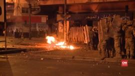 VIDEO: Demo Libanon, Massa Lempar Batu dan Molotov ke Polisi