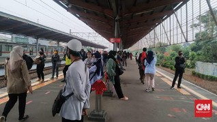 PSBB Transisi Fase 2 Jakarta, Penumpang KRL Depok Padat