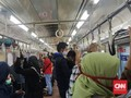Senin Pagi, Penumpang Berdesakan di Gerbong KRL