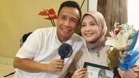 <p>Tubagus Dedi Suwendi Gumelar alias Miing Bagito adalah seorang komedian yang kini menjadi politisi. Ia menikahi istrinya, Lisma, pada tahun 1991. (Foto: Instagram @lisma_gumelar)</p>