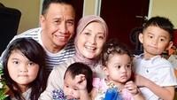 <p>Miing dan istri juga sudah dikaruniai cucu-cucu yang menggemaskan. (Foto: Instagram @lisma_gumelar)</p>