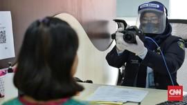 FOTO : Hari Pertama Kantor Imigrasi Kembali Dibuka
