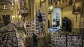 FOTO: Ribuan Wajah Korban Corona Mengisi Gereja Katedral Peru