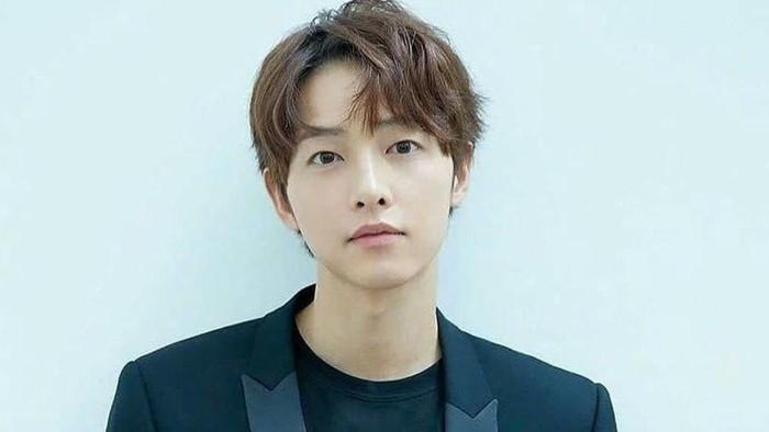 Cerai dari Song Hye Kyo, Song Joong Ki Kencan dengan Pengacara?